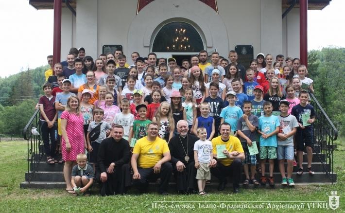 Івано-Франківський Митрополит відвідав дітей в урочищі Підлюте