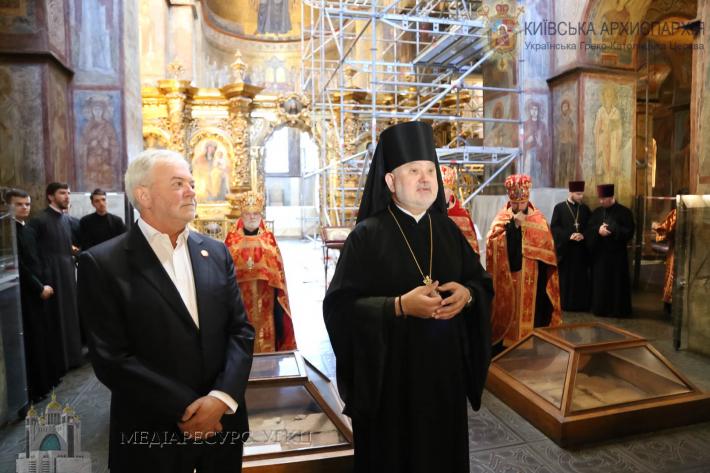 «Для побудови кращого майбутнього необхідне світло від Бога», – єпископ Йосиф (Мілян) у Софії Київській
