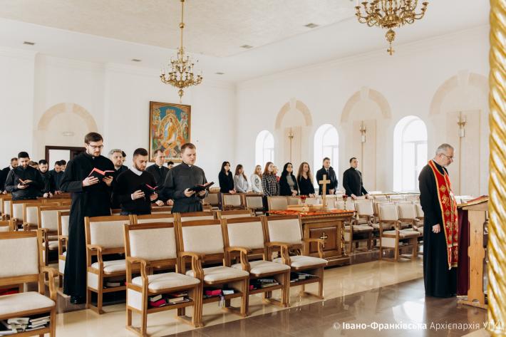 В Івано-Франківську проходять великопісні дні духовної віднови для працівників архиєпархіального управління