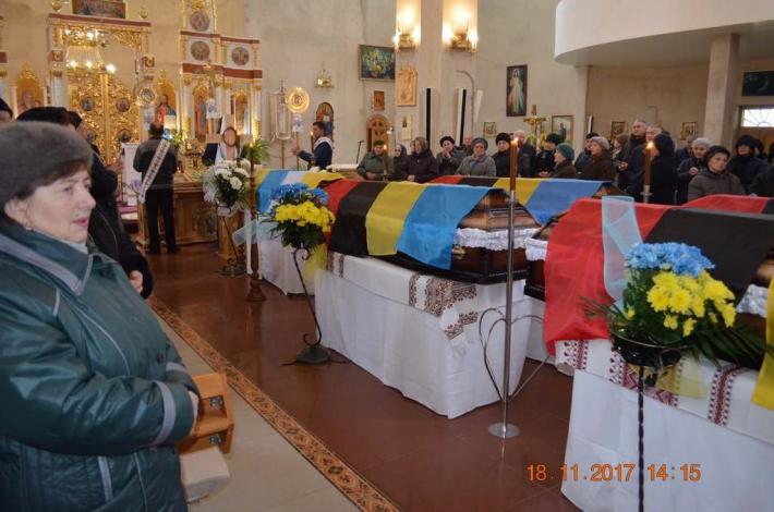 У Бучацькій єпархії перепоховали загиблих від рук нацистів священика та шістдесяти його побратимів