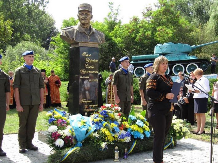 У Бучацькій єпархії встановили пам'ятник Герою України генералові Сергію Кульчицькому