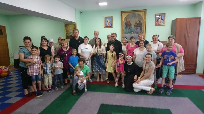 Монахині та волонтери із США відвідали Дім милосердя у Чорткові
