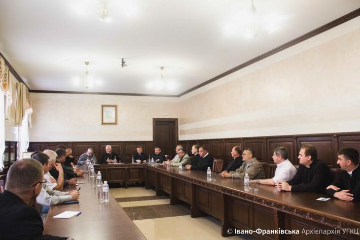 Митрополит Володимир (Війтишин) зустрівся з парафіяльними священиками Івано-Франківська