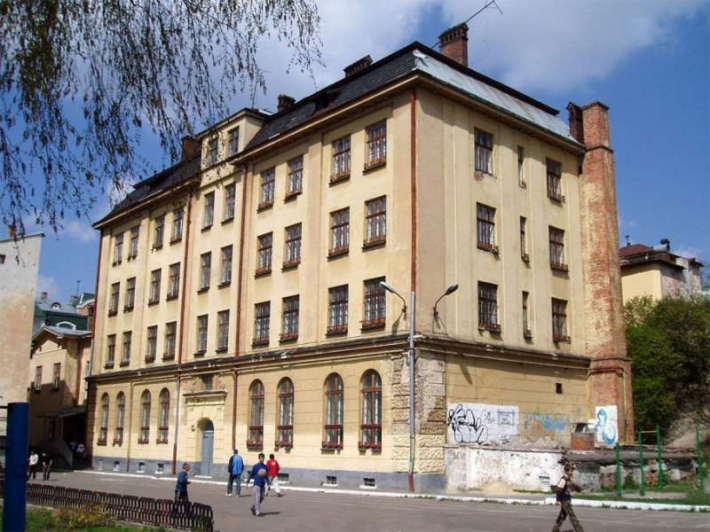 Мерія Львова безоплатно передає Центру опіки сиріт приміщення колишньої школи-інтернату