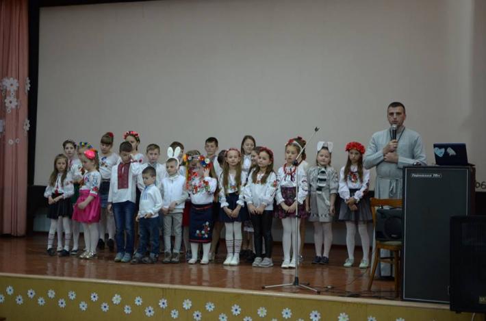 Діти з Дубна гостювали в інтернаті для людей похилого віку