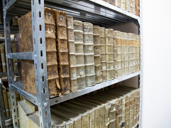 У бібліотеці академії Івана Золотоустого зберігається книжковий фонд митрополита Андрея Шептицького