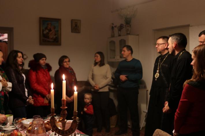 Свято-Юрська молодь узяла участь у  Різдвяній просфорі