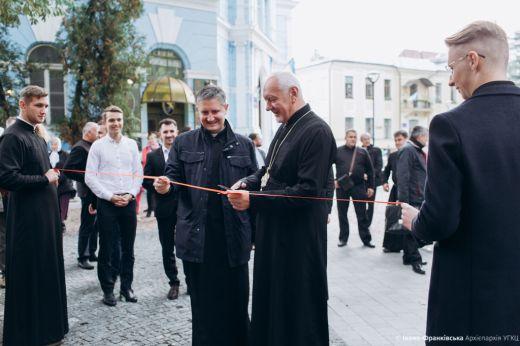 В Івано-Франківську відкрили новий архиєпархіальний релігійний магазин