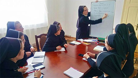 Сестри Згромадження Пресвятої родини розробляють програму літніх таборів