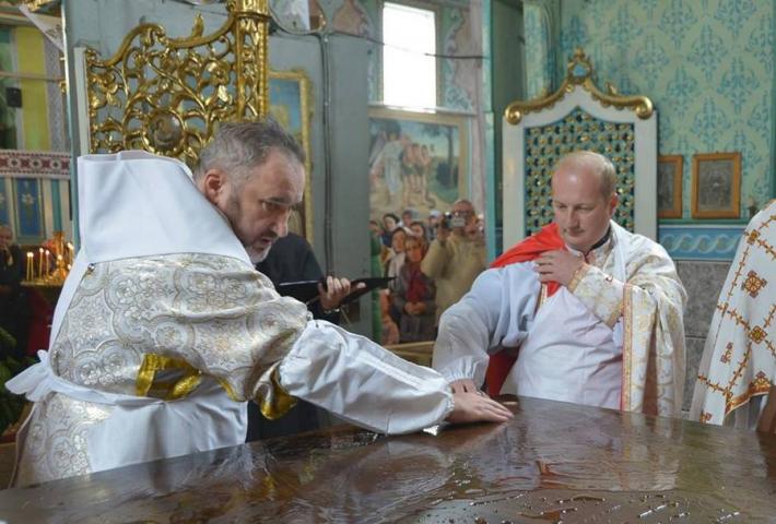 Владика Василь (Івасюк) освятив престіл у храмі Святого Миколая Мирлікійського с. Лісна Слобідка