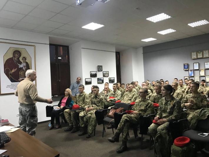Капелан із США зустрівся з курсантами Національній академії сухопутних військ