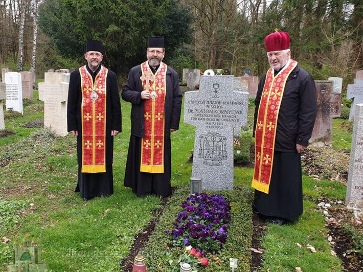У Мюнхені готуються до інтронізації владики Богдана Дзюраха: єпископи помолилися на могилі першого екзарха