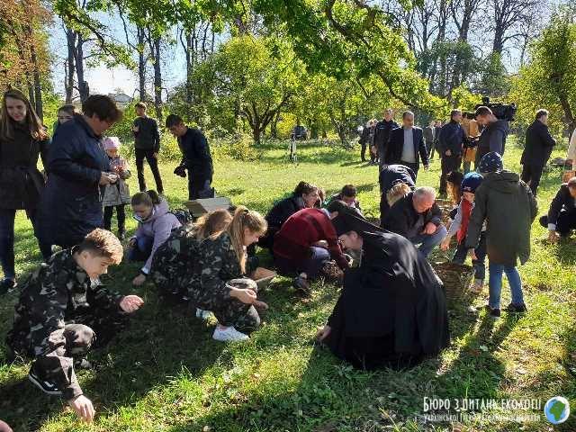 Покликано до життя загальнонаціональну акцію «Дуби Шевченка єднають Україну»