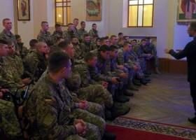 Курсантам Національної академії сухопутних військ розповіли про спілкування з дітьми-сиротами
