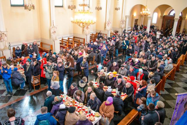Майже шістсот потребуючих львів'ян мали Різдвяний обід у церкві  Покрови Пресвятої Богородиці
