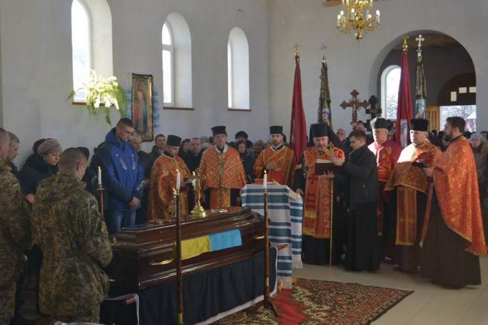 Владика  Василь (Івасюк) очолив похорон воїна АТО Івана Дубея