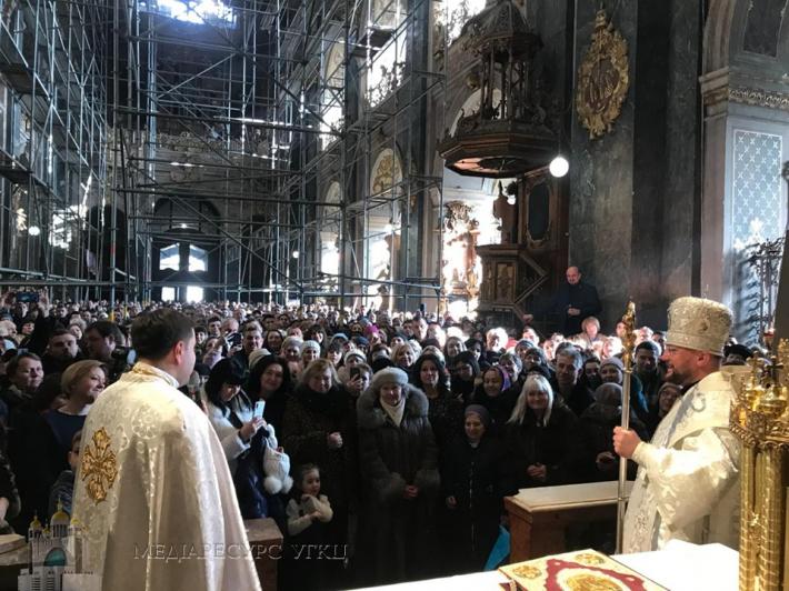 Кілька тисяч вірян долучилися до Літургії в Гарнізонному храмі, яку вперше як єпископ очолив владика Степан Сус