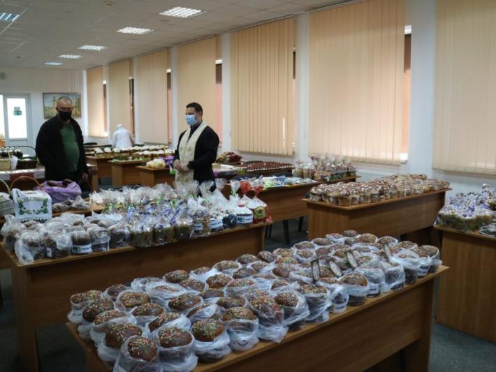 Капелани Львова благословили великодні страви для військових