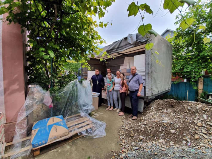 Стараннями волонтерів постраждалі від повені в Коломийській єпархії відновлюють свої будинки