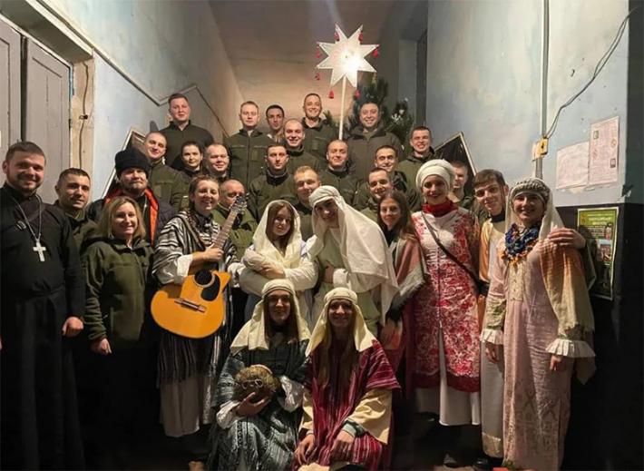 Уже сьомий рік поспіль студентський театр «САД» відвідав з колядою схід України