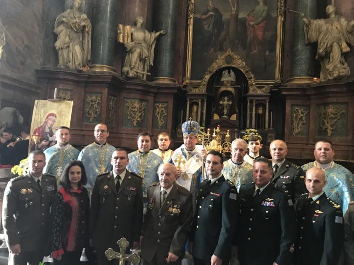 Офіцери ЗСУ в День захисника України молилися в Гарнізонному храмі Львова зі своїми іноземними колегами