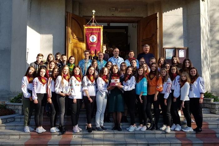 У Козовій спільнота «Українська молодь – Христові» прийняла нових членів