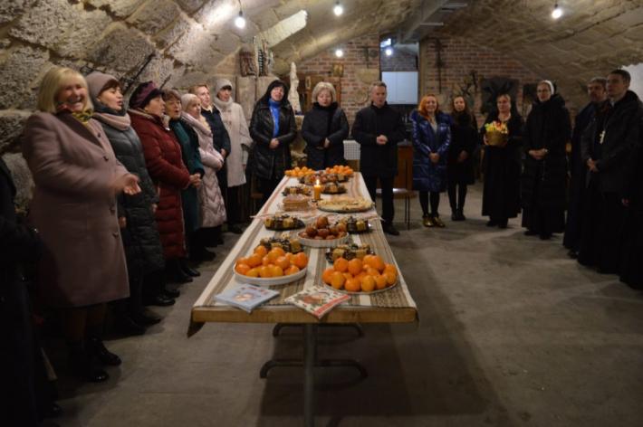 Львівські катехити поділилися різдвяною просфорою