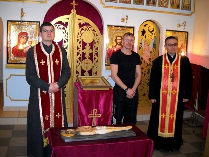 Унікальну Плащаницю, – дерев'яну скульптуру Ісуса Христа ручної роботи, – виставлено для в'язнів в Івано-Франківську