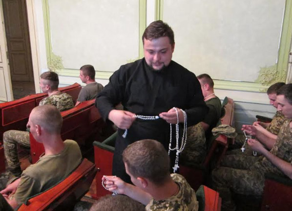 Військовий капелан уперше зустрівся із бійцями 1-го об'єднаноного загону Держспецтрансслужби