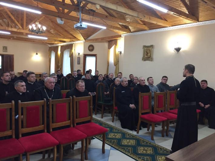 Владика Теодор (Мартинюк) провів зустріч із священиками в Зарваниці