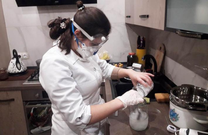 Греко-католицька молодь Полтави виготовляє екологічне мило, кошти з продажу якого підуть на благодійність