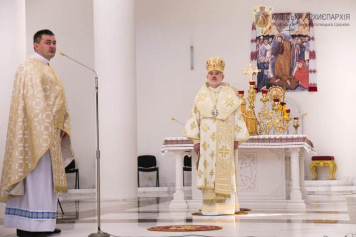 «Для того щоб ми жили вічно, Господь пропонує себе в Пресвятій Євхаристії», - єпископ Йосиф Мілян