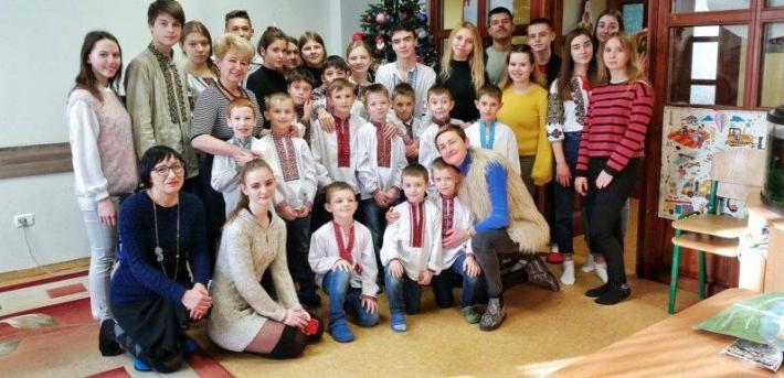 Студенти Львівської національної академії мистецтв запрошують долучитися до акції «Весняні дні добра»