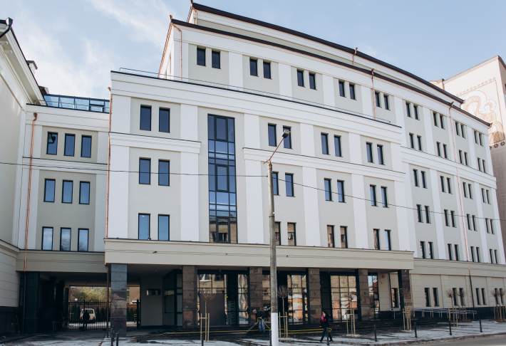У майбутній клініці святого Луки в Івано-Франківську повністю завершили зовнішні роботи