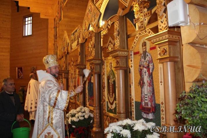 У Погінському монастирі отців василіан освятили новий іконостас