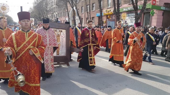 У Тернополі відбувся велелюдний Хресний хід із чудотворною іконою Розп