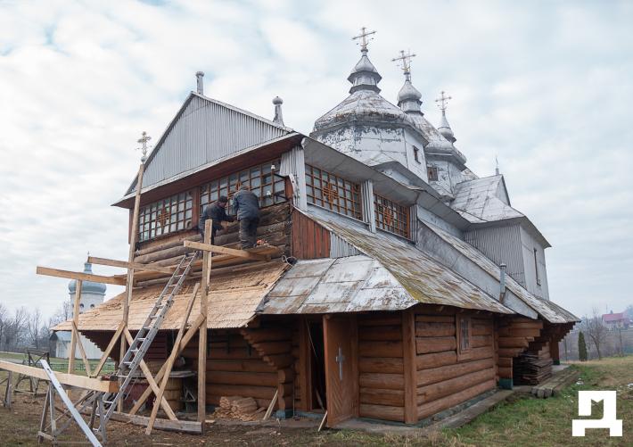 На Коломийщині парафіяни реставрують 200-літню церкву