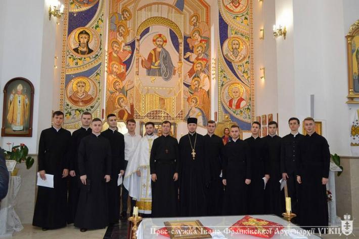 Франківські семінаристи розповіли парафіянам про свій навчальний заклад і священиче покликання
