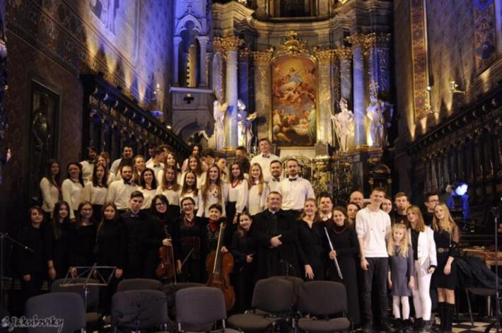 Близько сотні музикантів заколядують одночасно під час різдвяного концерту у Львові