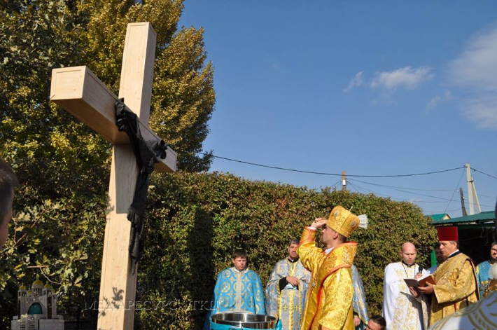 У Караганді відкрили і освятили пам'ятник депортованим українцям