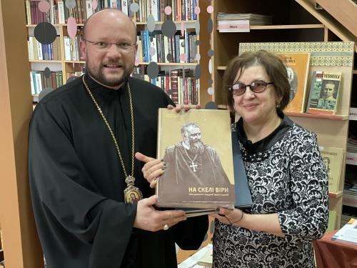 Блаженніший Святослав подарував презентаційні видання УГКЦ українській бібліотеці в Кишиневі