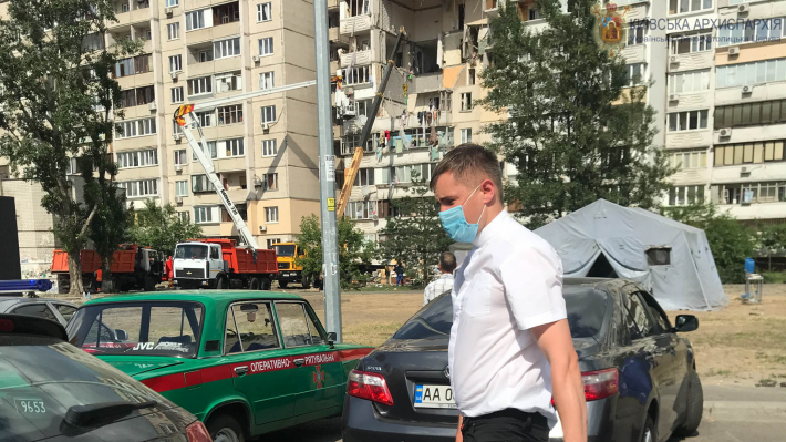 Греко-католики Дарницького району в Києві передали допомогу потерпілим людям від вибуху будинку на Позняках