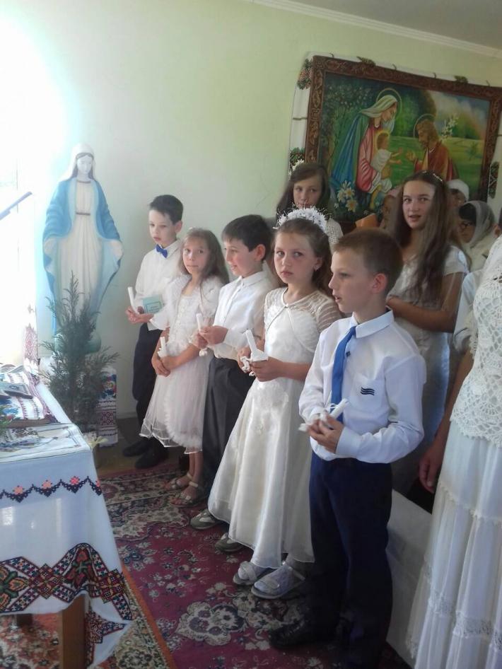Перша Сповідь та урочисте Святе Причастя в парафії УГКЦ на Вінниччині