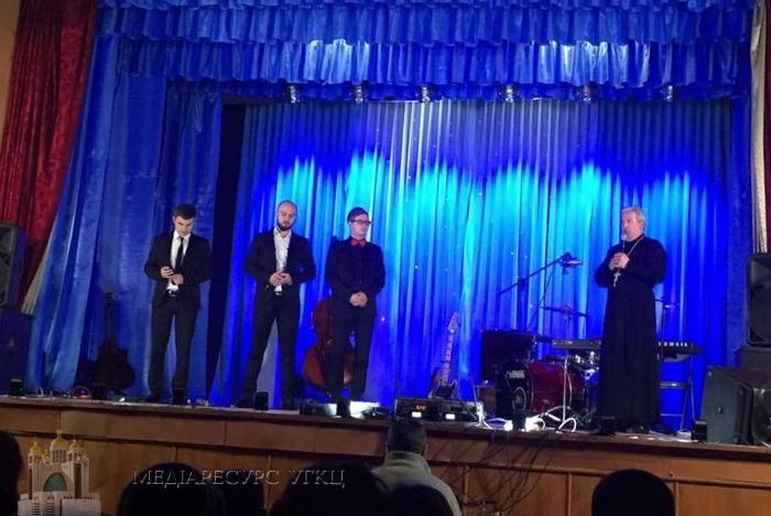 «Сучасна молодь шукає справжньої радості», — священик УГКЦ про учасників різдвяного концерту в Бережанах