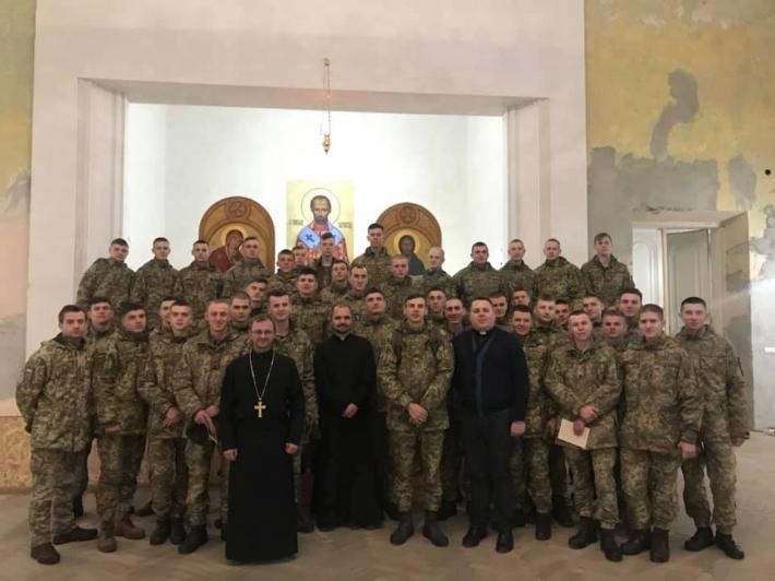 Курсантами Національної академії сухопутних військ у Домі милосердя молилися за дітей-сиріт