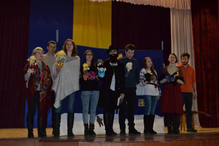 """Студенти товариства """"Обнова"""" відвідали засуджених і сиріт на Чернігівщині"""
