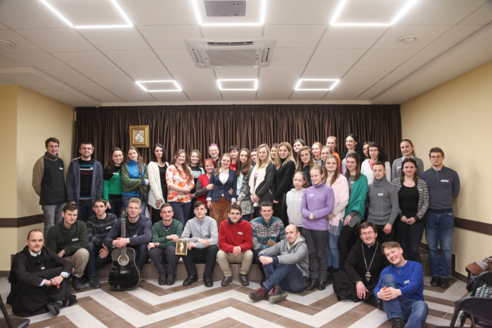 Апостольський Нунцій провів великопосні реколекції для молоді Київської архиєпархії