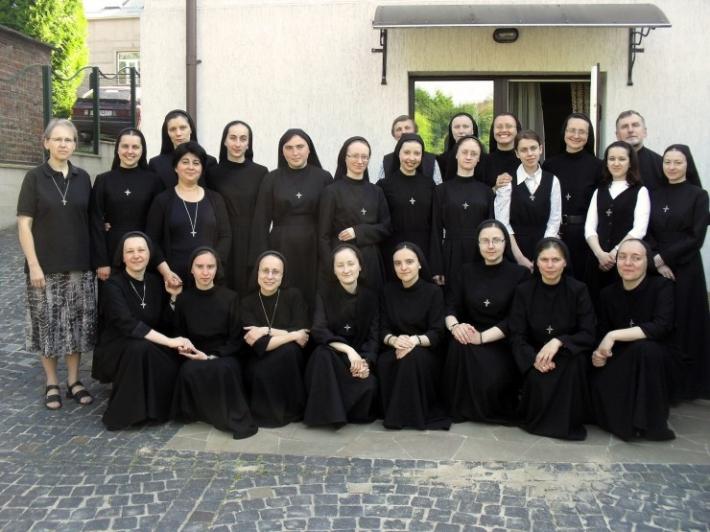 Сестри редемптористки запрошують дівчат на онлайн-реколекції