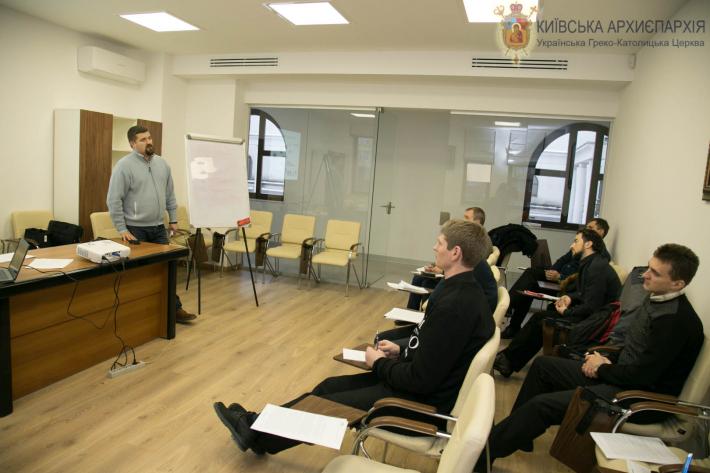 Для священиків Київської архиєпархії провели тренінг на тему спілкування