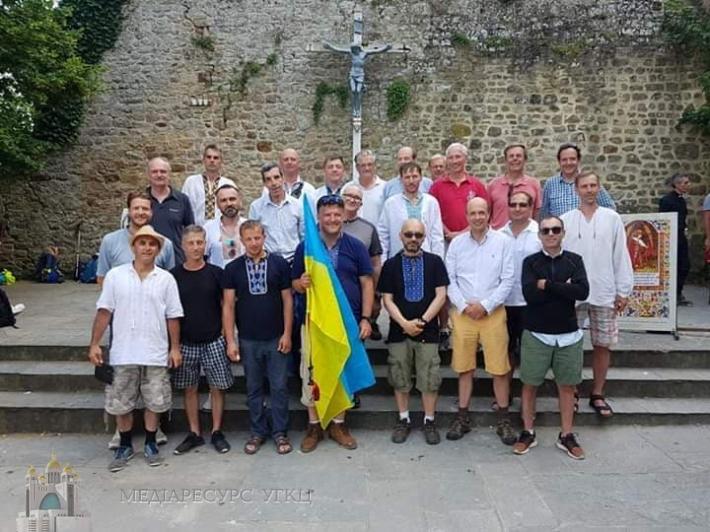 У Франції українська група прочан взяла участь у щорічній прощі татів до Везле